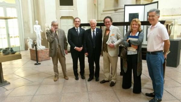 Il prof. Philippe Daverio visita la Raccolta archeologica UNIPV