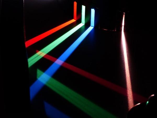 """Propagazione della luce: UNIPV partecipa allo studio pubblicato sulla prestigiosa rivista """"Nature Photonics"""""""