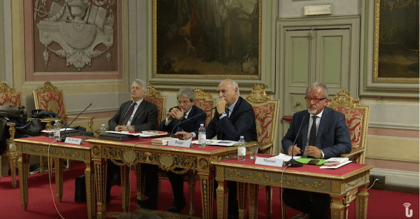 """Gentiloni, Maroni e de Bortoli in aula Foscolo per la """"Scuola di pragmatica politica"""" (Video)"""