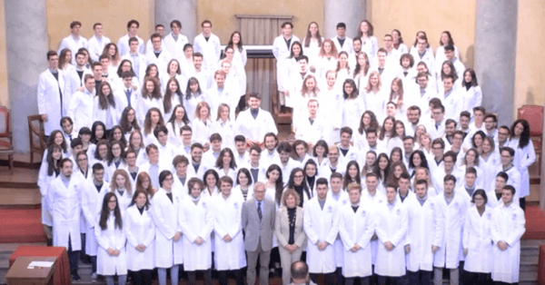 "La ""White coat ceremony"" 2019 del corso di Medicina in lingua italiana e del corso in lingua inglese (Video)"